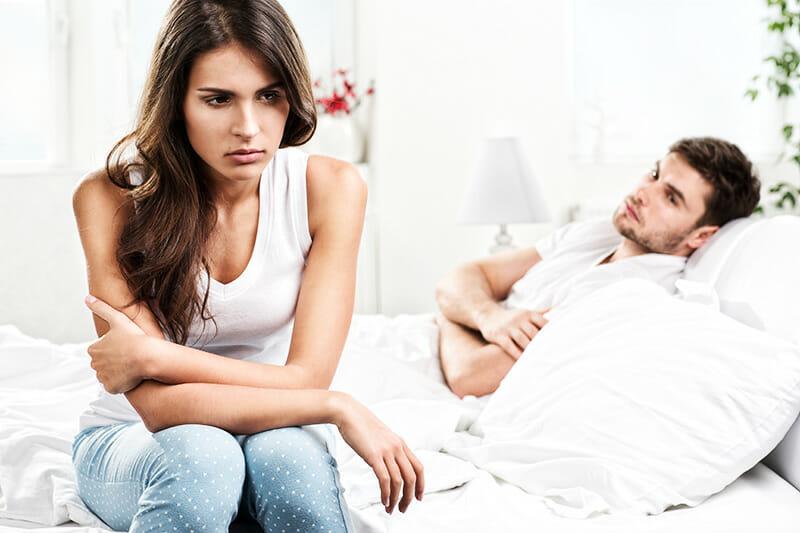 Unglückliches Paar: Geschlechtskrankheiten